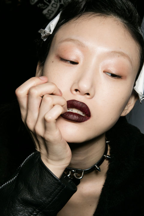 2016 Fashion Week Beauty Trend: Dark Lips