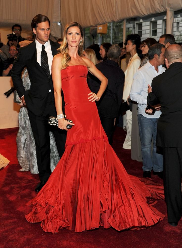 Gisele Bündchen wearing Alexander McQueen Met Gala